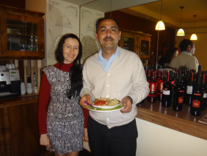Krimtatarische Flüchtlingsfamilie Jusbaschev aus Jewpatorija, die am 7. Mai 2014 ein Restaurant in Lwiw aufgemacht hat