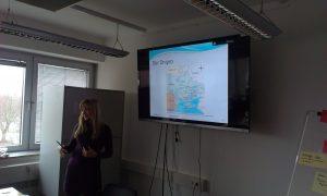 Galyna Spodarets präsentiert ihr Forschungsvorhaben (Foto: Tobias Endrich)